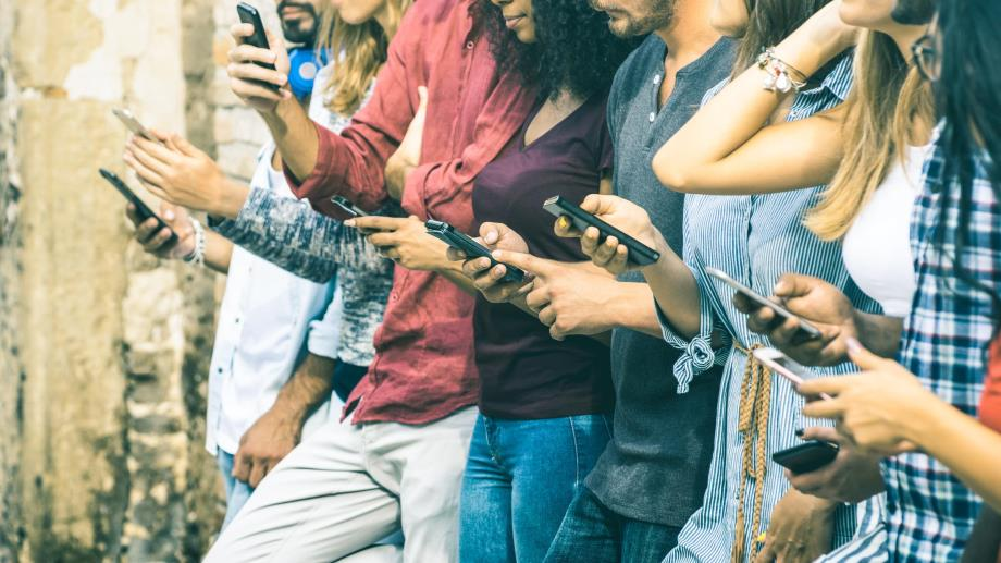 How smartphones and social media contribute to depression and anxiety in teens
